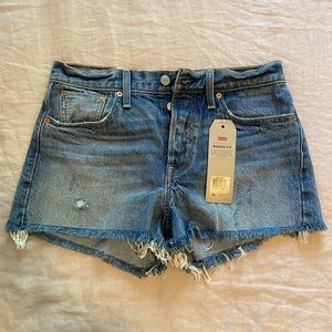 NWTLevi's Wedgie Fit denim shorts